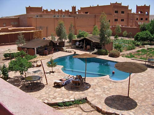 Pool mit der Kasbah im Hintergrund